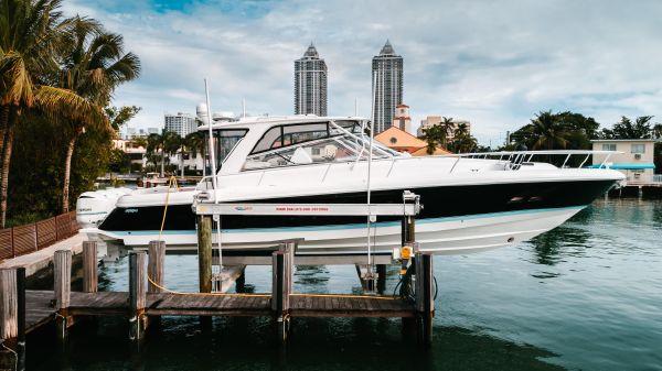 Intrepid 475 Sport Yacht Stbd Profile