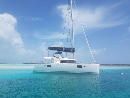 Lagoon 450 Flybridge - main image