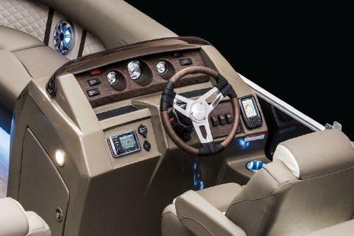 Bennington SX 22 Premium Stern Radius image