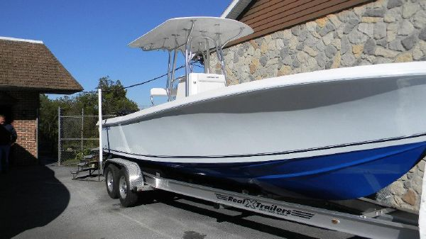 Sea Hunt 25 Competition Center Console