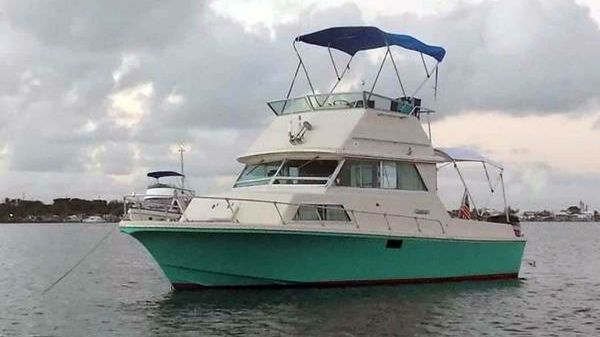 Stamas Flybridge Sedan Cruiser