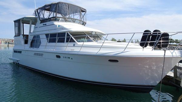 Carver 445 Aft-Cabin Motor Yacht