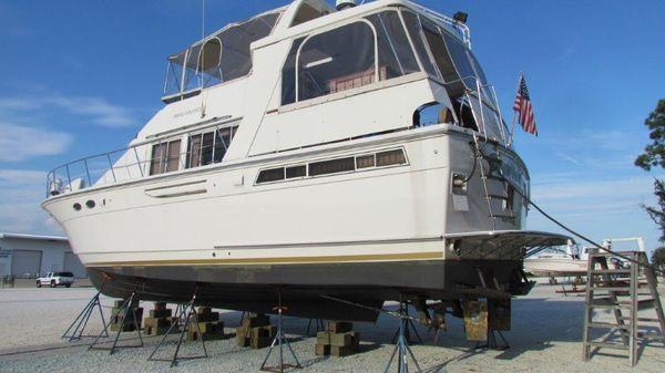 Jefferson Motor Yacht Profile Port Forward
