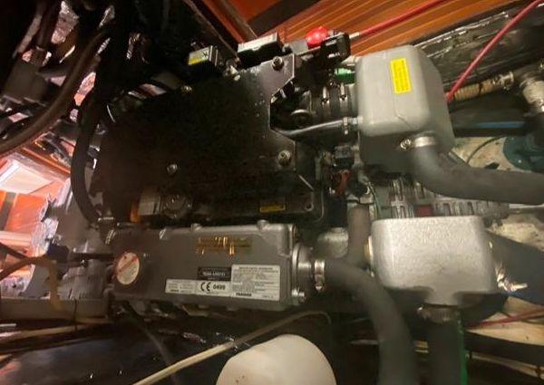 Hylas Center Cockpit 44 image