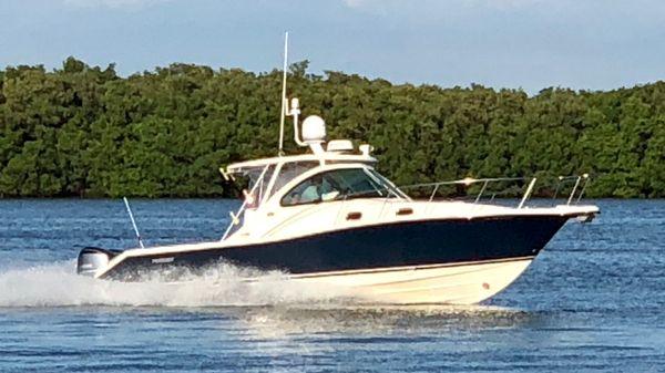 Pursuit 335 Offshore