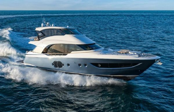 2021 Monte Carlo Yachts MCY 70 Skylounge