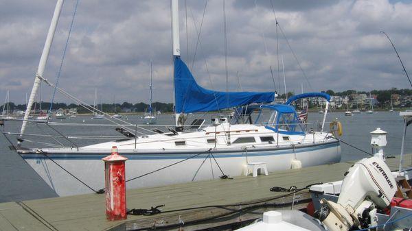 Hunter 34 Port Side at the dock