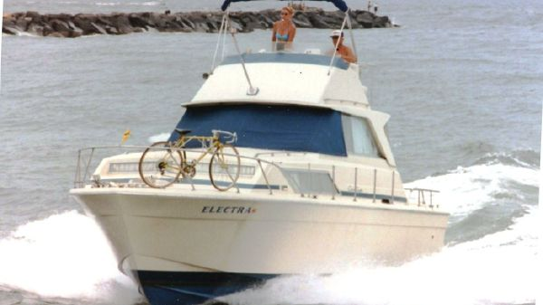 Chris-Craft 33 Catalina Sport Sedan