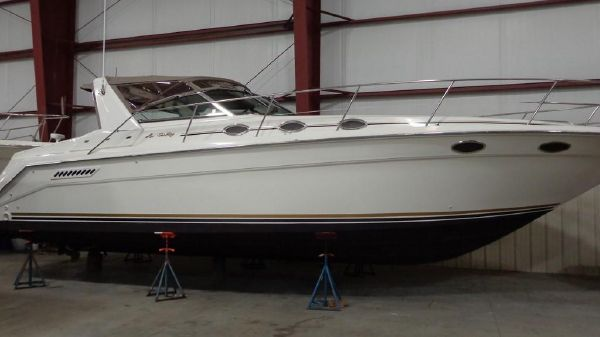 Sea Ray 370 Express Cruiser Exterior 1