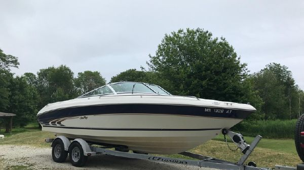 Sea Ray 210 Bow Rider