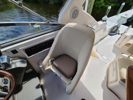 Regal 3060 Express Cruiser image