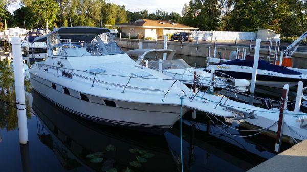 Cruisers Yachts 3370