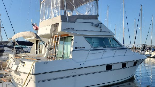Cruisers Yachts 3380 Esprit