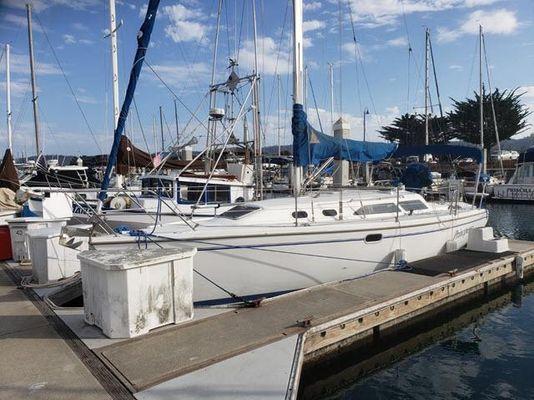 Catalina 320 - main image