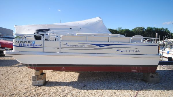 Bennington with FIBERGLASS PONTOONS F21 Sedona Port View