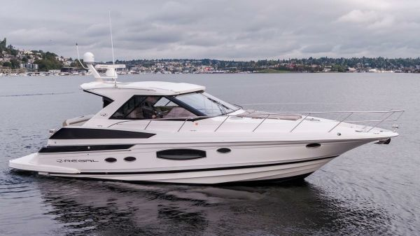 Regal 46 Sport Coupe Starboard