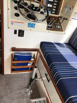 Tollycraft 30 Sports Cruiser image