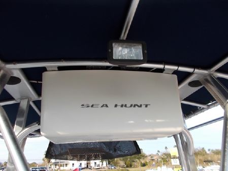Sea Hunt 260 Triton CC image