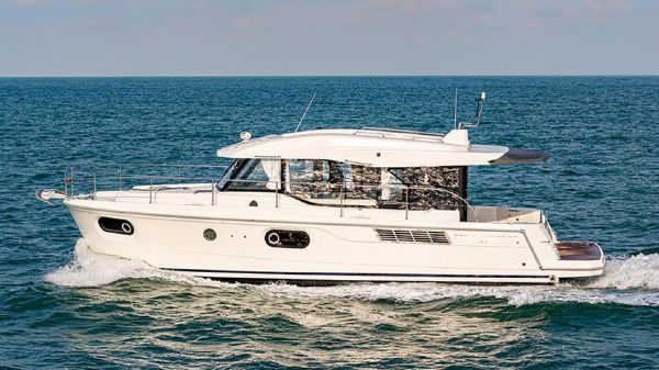 Beneteau America Swift Trawler 41 Sedan