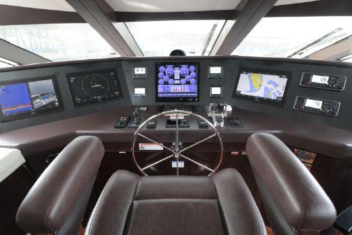 Hatteras 100 Raised Pilothouse image