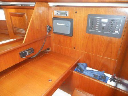 Beneteau Oceanis 381 image
