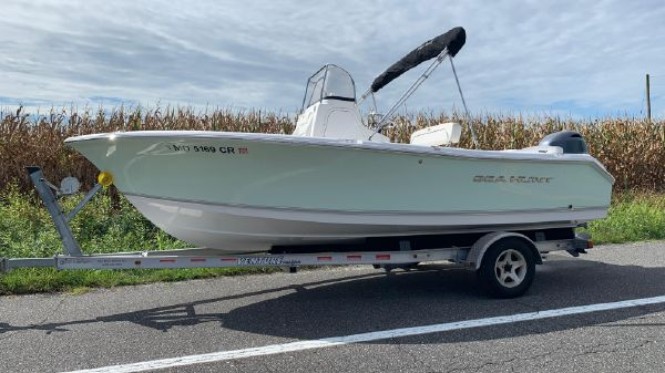 Sea Hunt 196 ULTRA CENTER CONSOLE