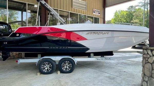 Starcraft SVX 231 OB Deck Boat
