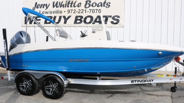 Stingray 206CC Deck Boat