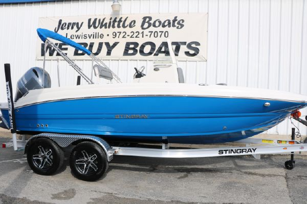 Stingray 206CC Deck Boat - main image