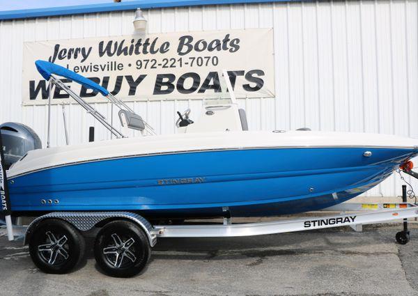 Stingray 206CC Deck Boat image