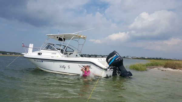 Boston Whaler 230 Conquest