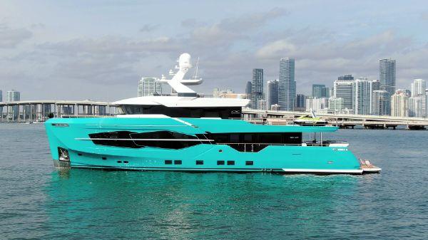 Numarine 32XP Hull #5 - Summer 2022