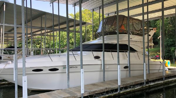 Sea Ray 400 Sedan Bridge