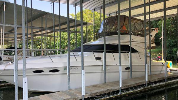 Sea Ray 400 Sedan Bridge