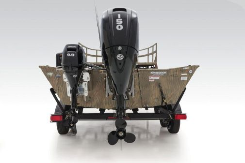 Tracker Grizzly 2072 CC Sportsman Kicker image