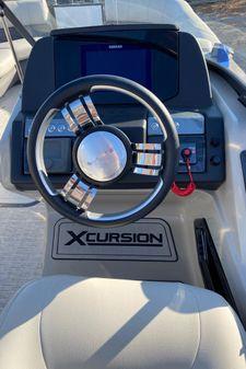 Xcursion 265DCRFX W/HONDA 250 image