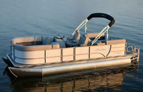 2019 Bentley Pontoons 220 Rear Lounger