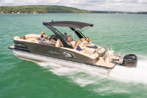 Avalon Excalibur Rear Lounge Windshield - 27' image