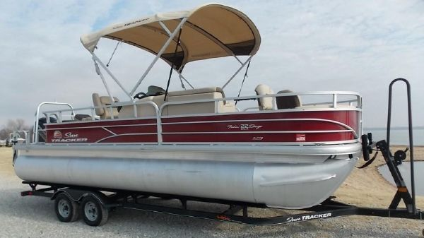Sun Tracker 22XP3 Tritoon Fishing Barge