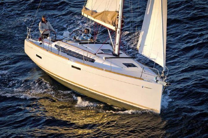 2020 Jeanneau Sun Odyssey 389 Levington, United Kingdom ... on