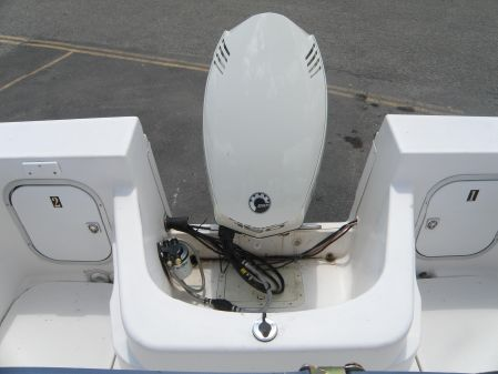 Bayliner 2002 Trophy Walkaround image