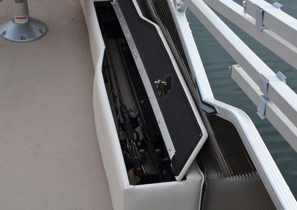 Lund ZX230 Pontoon FC image