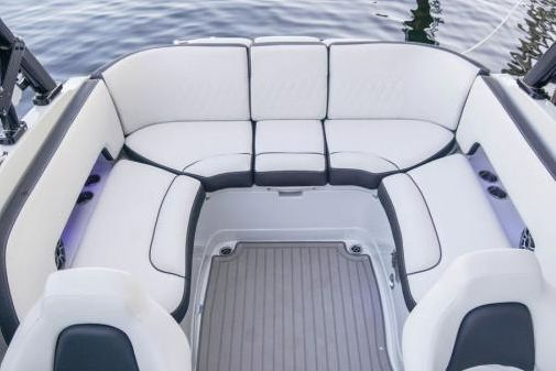 Crownline 265 SS SURF image