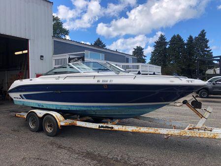 Sea Ray 220 Bow Rider Select image