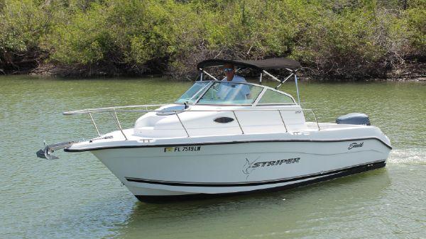 Seaswirl Striper 2101 Walkaround OB
