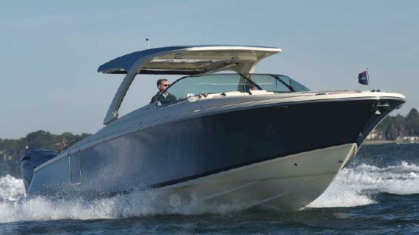 Chris-Craft Launch 35 GT