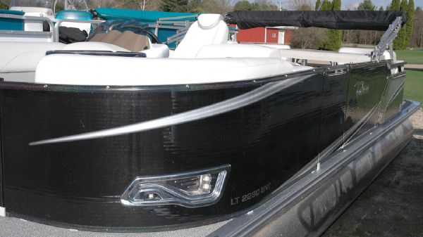 Tahoe Pontoon LT 2280 Entertainer