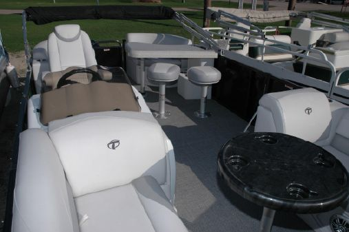 Tahoe Pontoon LT 2280 Entertainer image