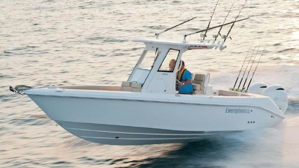 Everglades 255 Center Console Manufacturer Provided Image
