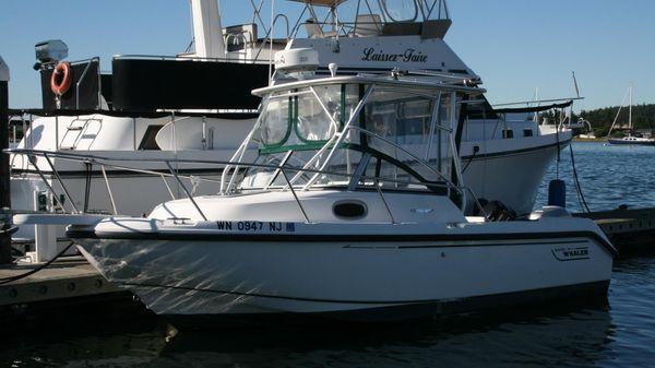 Boston Whaler Conquest 21'